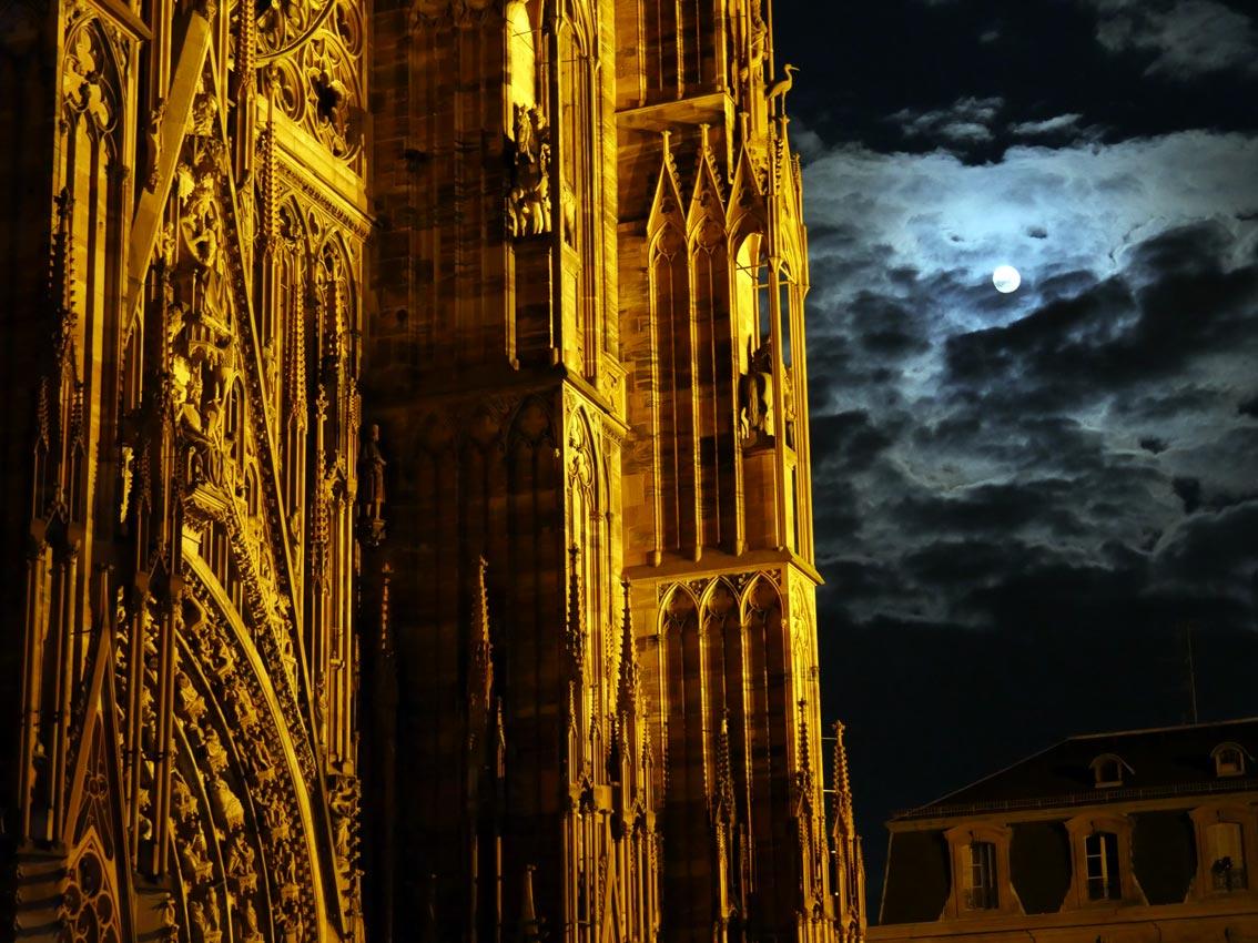 La Cathédrale Notre-Dame (Münster) - Strasbourg in der Nacht zu Ostern 2015. Bild: Andreas Bubrowski