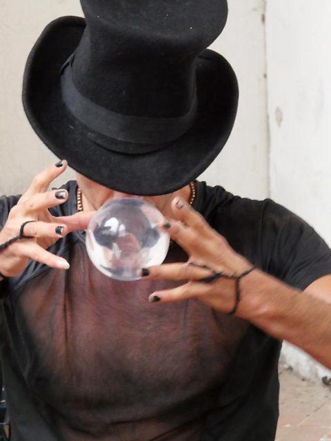 Schwebend rotierende Glaskugel | Bild: Andreas Bubrowski